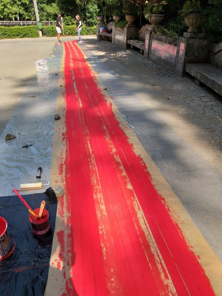 """Fase de produção de """"Por favor, segue a Linha Vermelha"""" (Cristina Ataíde, 2018).[Créditos da Imagem: Cristina Ataíde. 2018-08-30][Cedência: Cristina Ataíde. 2019-07-17]"""