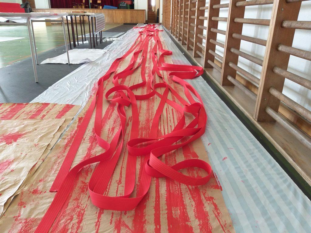 """Fase de produção de """"Por favor, segue a Linha Vermelha"""" (Cristina Ataíde, 2018).[Créditos da Imagem: Cristina Ataíde. 2018-09-03][Cedência: Cristina Ataíde. 2019-07-17]"""