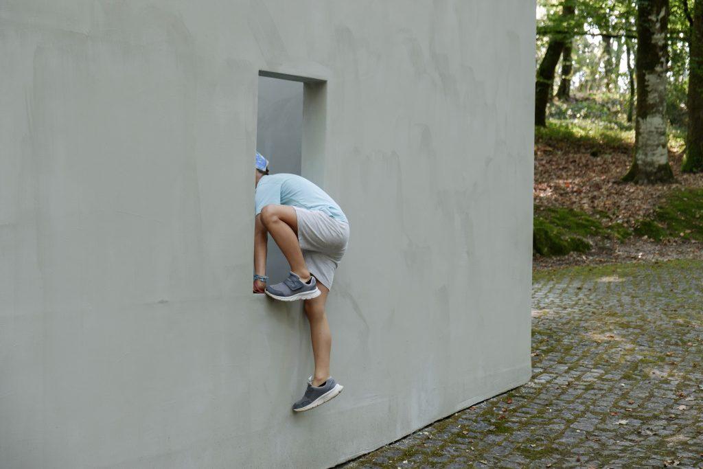 """Actividade Inaugural do Programa """"Curador Júnior - POLDRA"""", no âmbito das Jornadas Europeias do Património 2018 - """"Garden of Framed Scenes"""" (The Open Workshop, 2018).[Créditos da Imagem: Luís Belo p/ POLDRA - Public Sculpture Project Viseu. 2018-09-28.][Cedência: POLDRA - Public Sculpture Project Viseu. 2019-04-01]"""