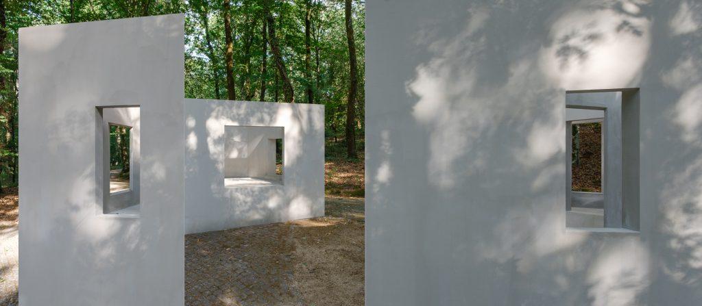 """Garden of Framed Scenes"" (The Open Workshop, 2018).[Créditos da Imagem: Luís Belo p/ POLDRA - Public Sculpture Project Viseu. 2018-09.][Cedência: The Open Workshop. 2019-07-18.]"