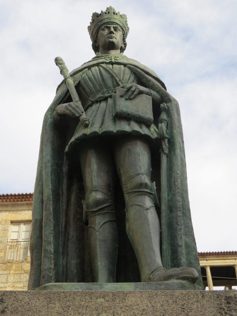 """Estátua do """"Rei D. Duarte"""".[Créditos da imagem: Ruben Marques. 2018-12-24]"""
