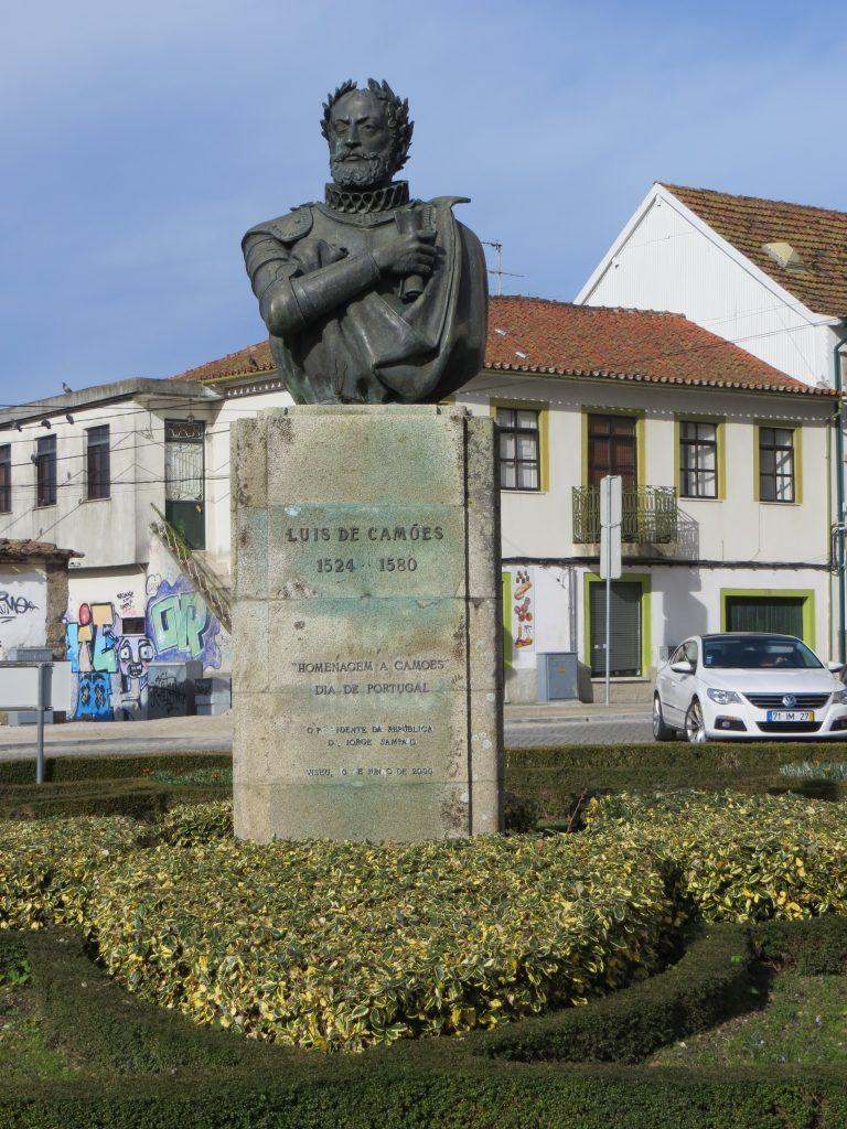 "Busto de ""Luís de Camões"".[Créditos da imagem: Ruben Marques. 2018-12-23.]"