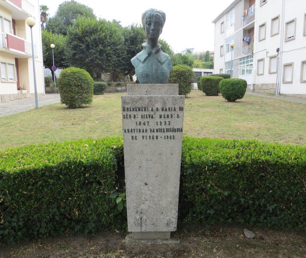 """Busto de """"Maria do Céu da Silva Mendes"""".[Créditos da imagem: Ruben Marques. 2019-08-25.]"""