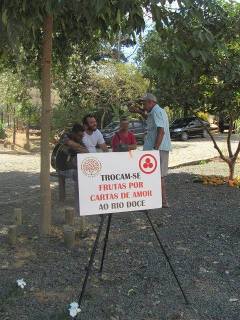 """""""Monumento de Amor ao rio Doce"""" (Piatan Lube, 2018).[Créditos da Imagem: Lissa Tinoco p/ Projeto Monumento de Amor ao Rio Doce. 2018-07.][Cedência: Projeto Monumento de Amor ao Rio Doce 2019-08-27."""