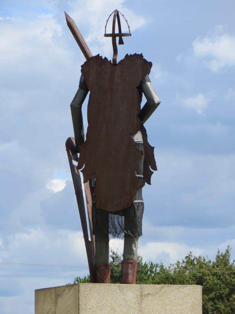 """Estátua de """"D. Afonso Henriques"""".[Créditos da imagem: Ruben Marques. 2019-09-15.]"""