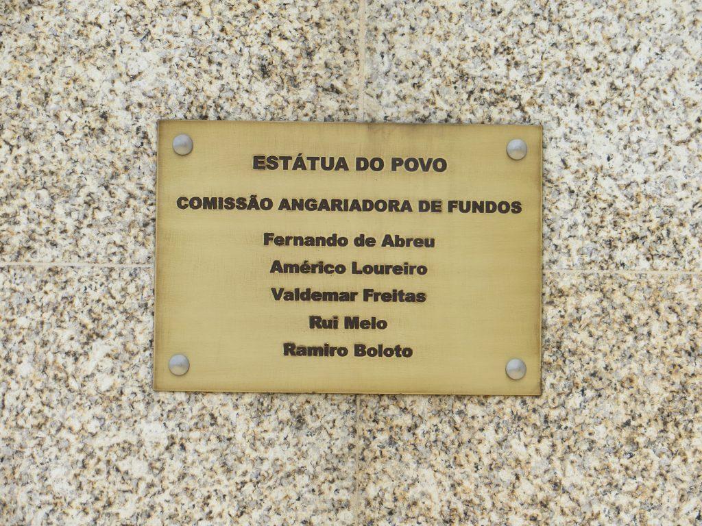 Pormenor de uma das placa epigrafadas.[Créditos da imagem: Ruben Marques. 2019-09-15.]