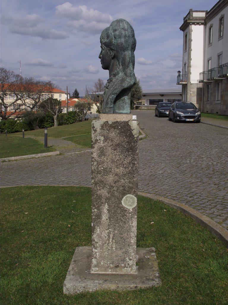 """Busto de """"Eugénia Mendes Viseu"""".[Créditos da imagem: Ruben Marques. 2019-02-17.]"""