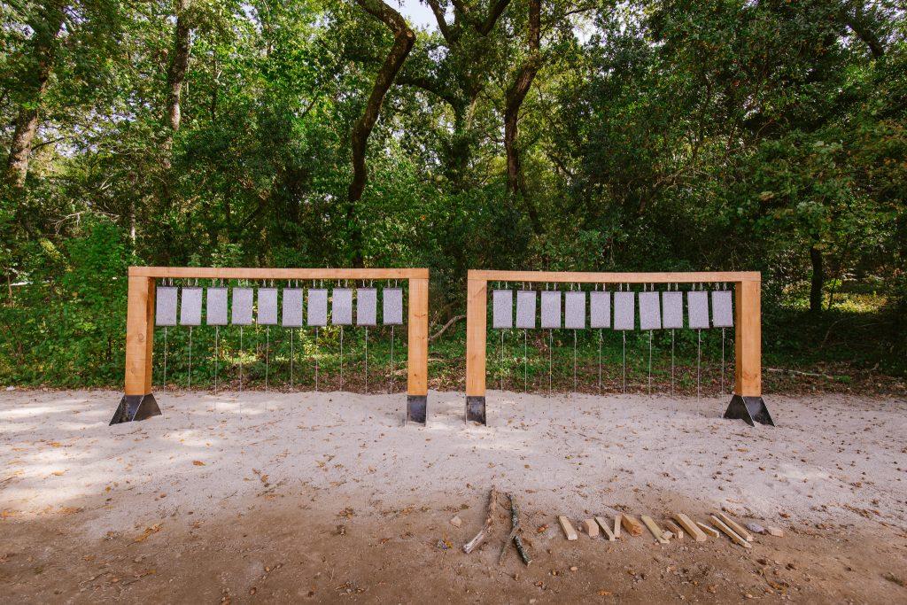 """Lithos"" (Kaitlin Ferguson & Natalia Bezerra, 2019).[Créditos da Imagem: Luís Belo p/ POLDRA - Public Sculpture Project Viseu. 2019-10-12.][Cedência: POLDRA - Public Sculpture Project Viseu. 2019-11-13]"